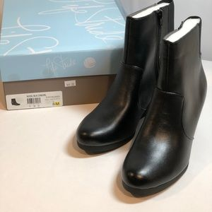NEW Life Stride Ankle Boots Size 8